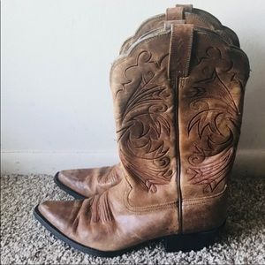 Ariat  brown cowboy boots size 8